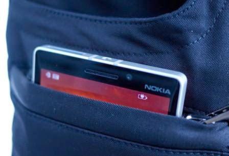Microsoft buat celana jeans dengan pengisian nirkabel