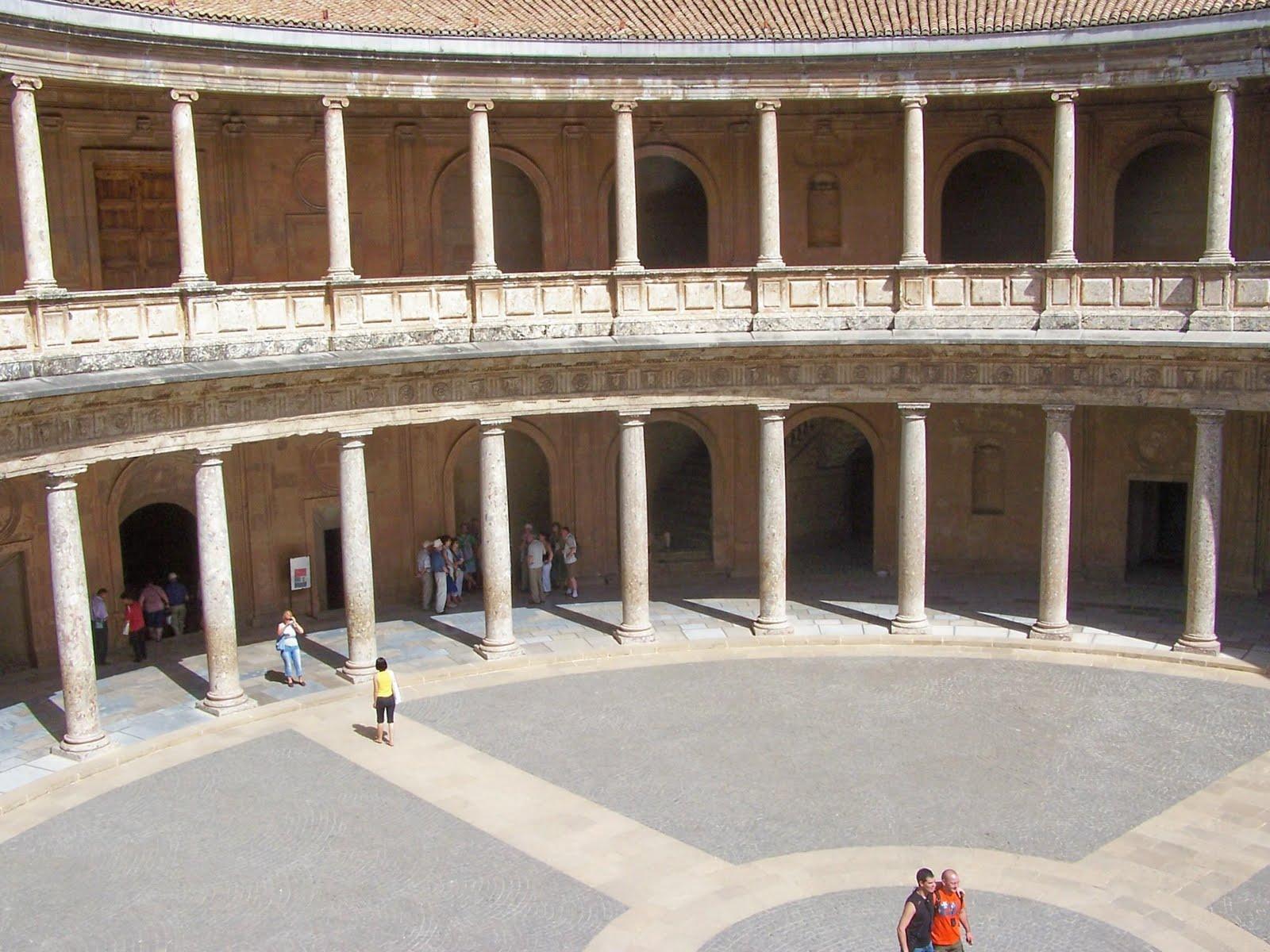 La Disposición Del Palacio De Carlos V En Granada Es Verdaderamente  Novedosa Para Las Fechas En Que Se Comenzó A Construir. De Planta Cuadrada,  El Espacio ...