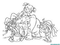 Gambar Kawan Alvin Chipmunks Brittany Eleanor Dan Jeanette Sedang Memandikan Gajah