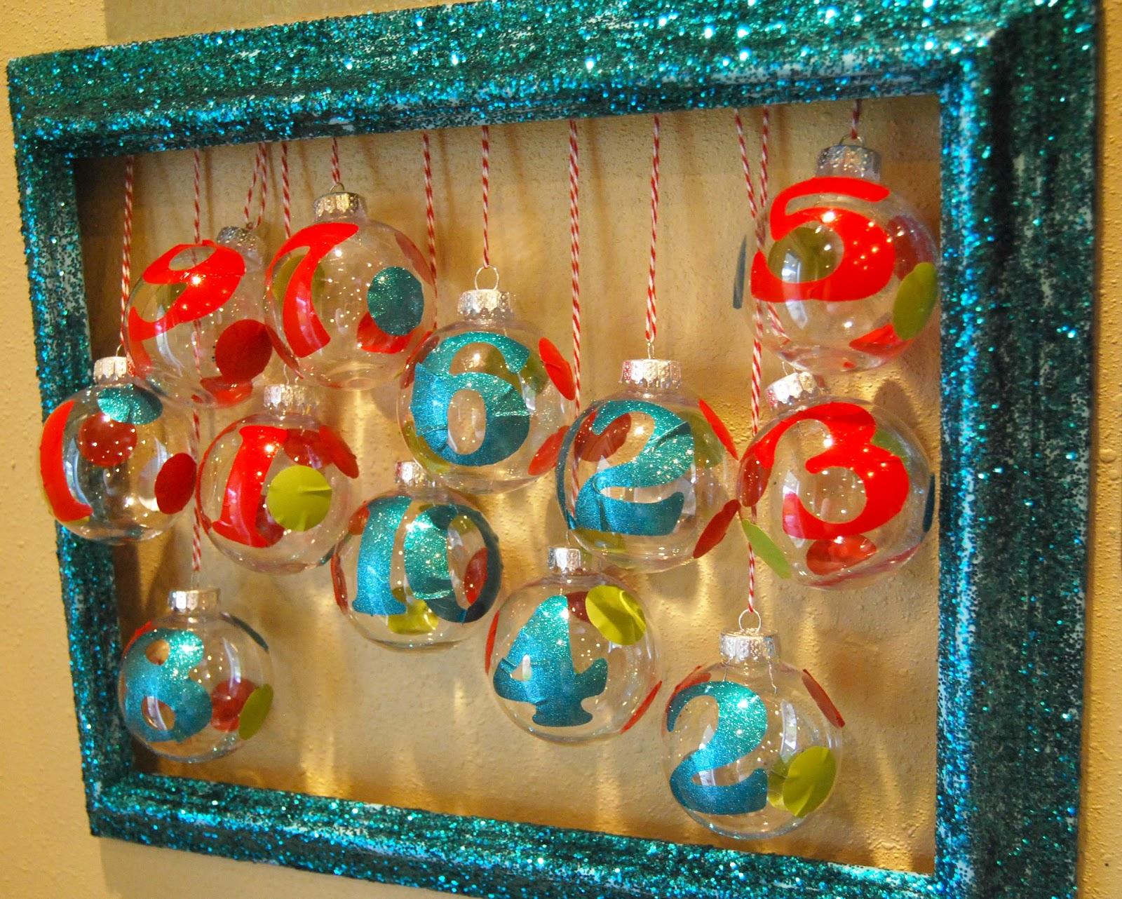 Vinyl Ornament Advent Calendar Girl Loves Glam