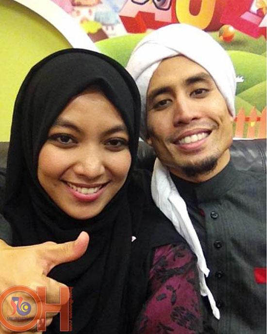 Foto romantik ustaz don daniyal bersama isteri