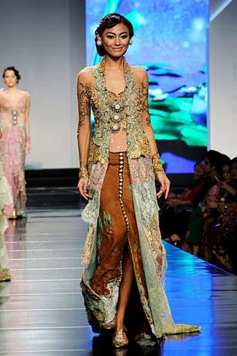 13 Foto model baju kebaya elegan anggun terbaru