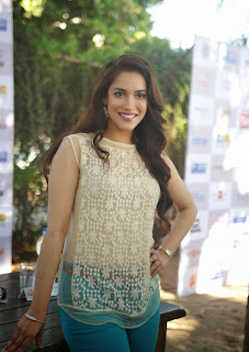Rashmi Nigam Stunning Beauty at Swimmathon 2015 Press Meet lovely Tight Leggings