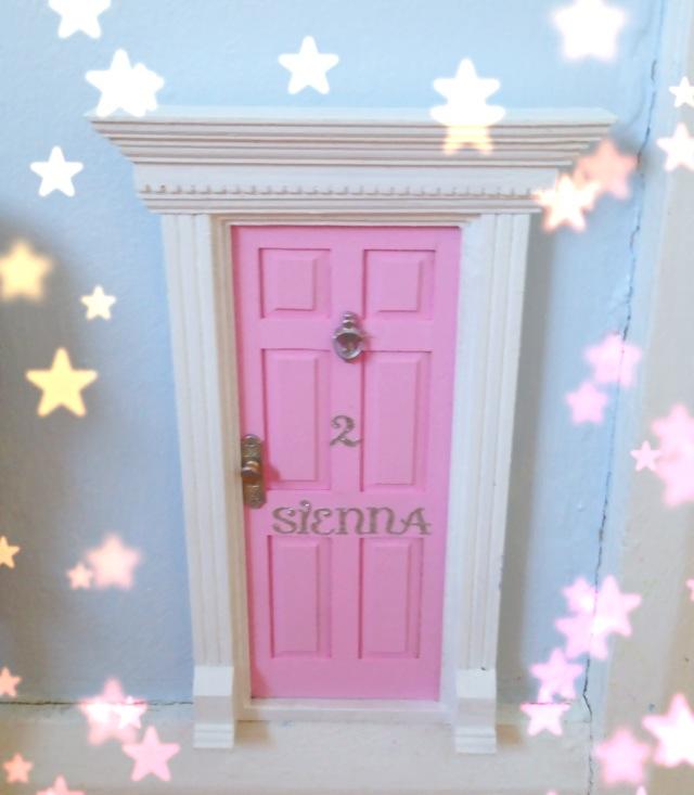 A little mummy magic diy fairy doors for Diy fairy house door