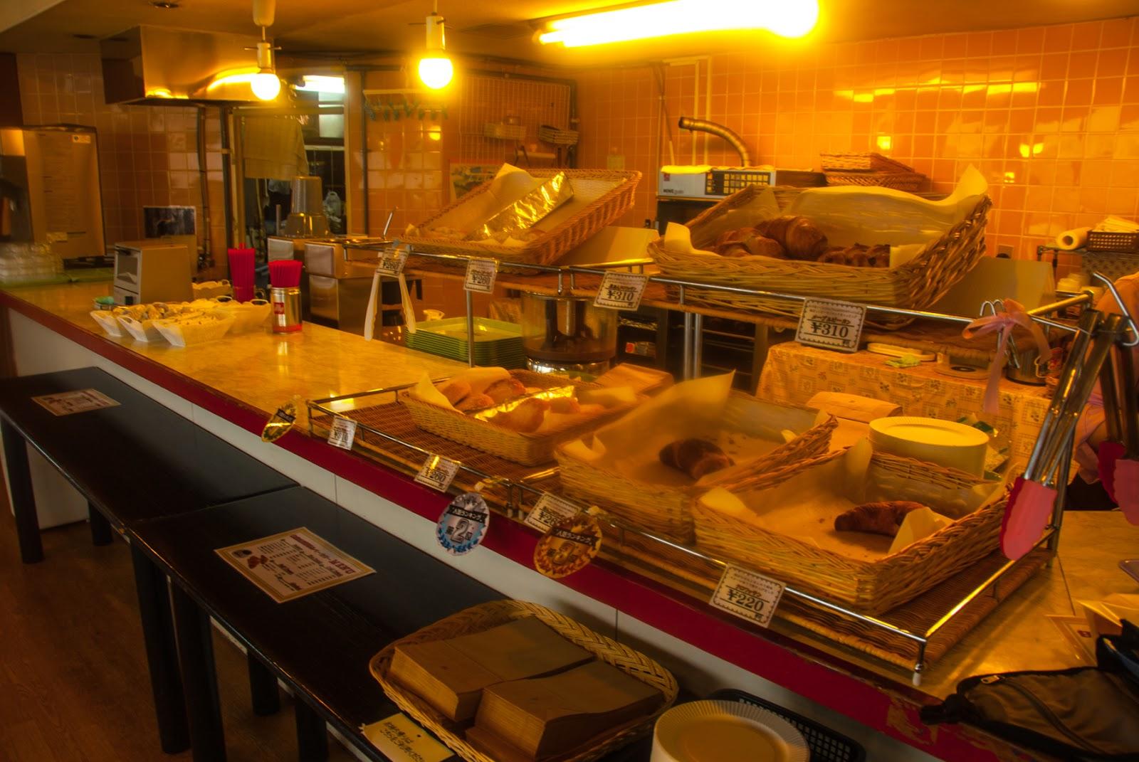 白根山レストハウス内のパン屋