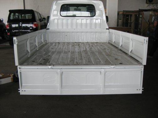 bak mobil carry putih