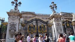 Gate at Buckingham Palace