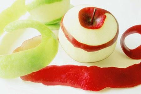 đắp mặt nạ trị mụn cám bằng mặt nạ táo