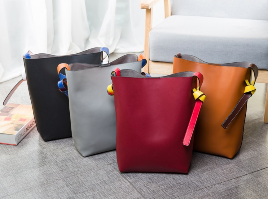 Color-Block Totes, Notice Straps