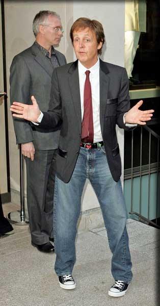 Paul McCartney con zapatillas Converse All Star