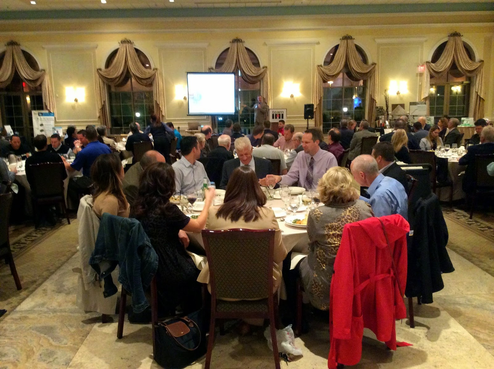 Imi illinois market development october 2014 on october 6 imi made a presentation to chicago area architects and tile contractors on the topic of tile installer qualifications in the architectural dailygadgetfo Images