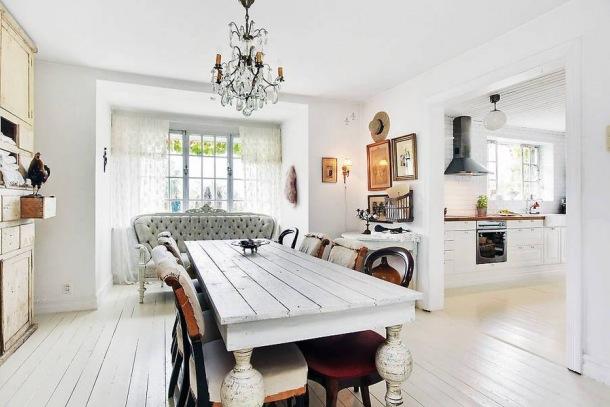 http://www.lovingit.pl/zdjecie,21689,stylowa-francuska-kanapaskandynawski-stol-vintage-i-zyrandol-z-krysztalami-w-jadalni.html