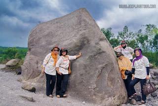 Batu Alien, wisata Batu Alien, Batu Alien cangkringan, Batu Alien jeep lava tour, Batu Alien MGM