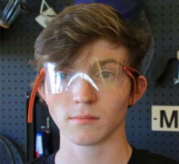 Kacamata yang Terbuat dari Botol Plastik Bekas 1