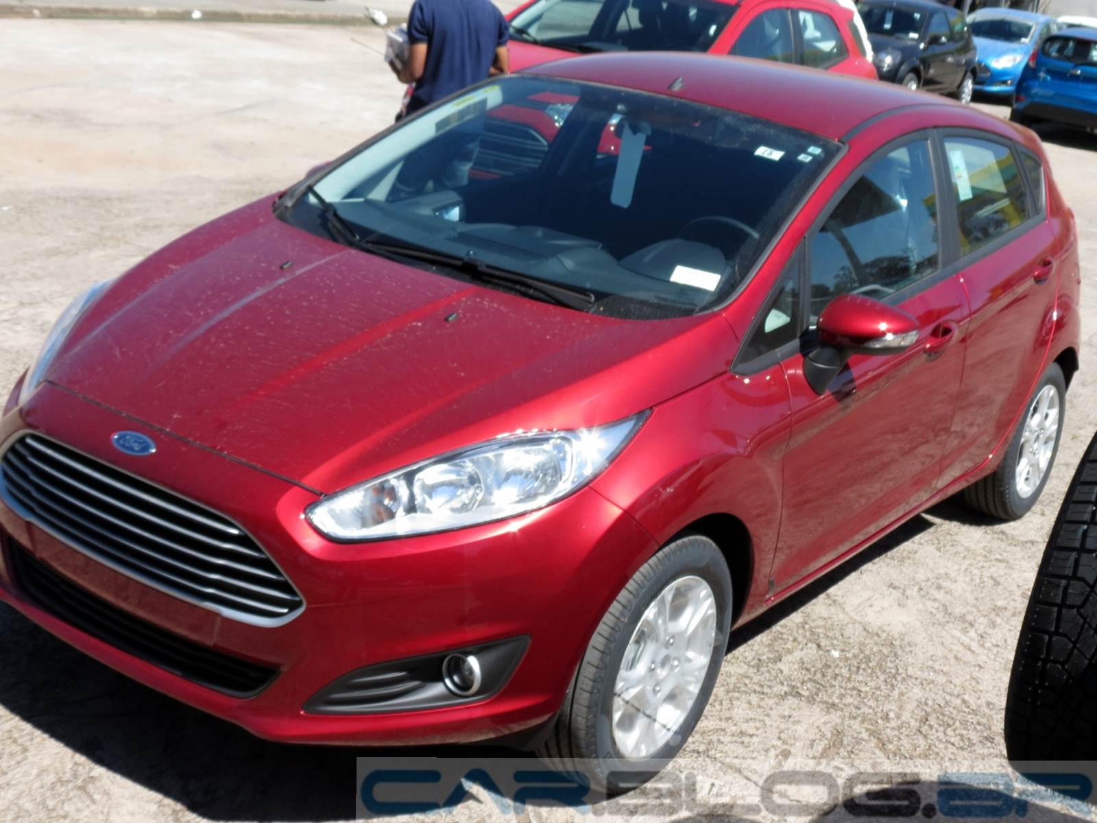 New Fiesta SE 1.6 Vermelho Metálico