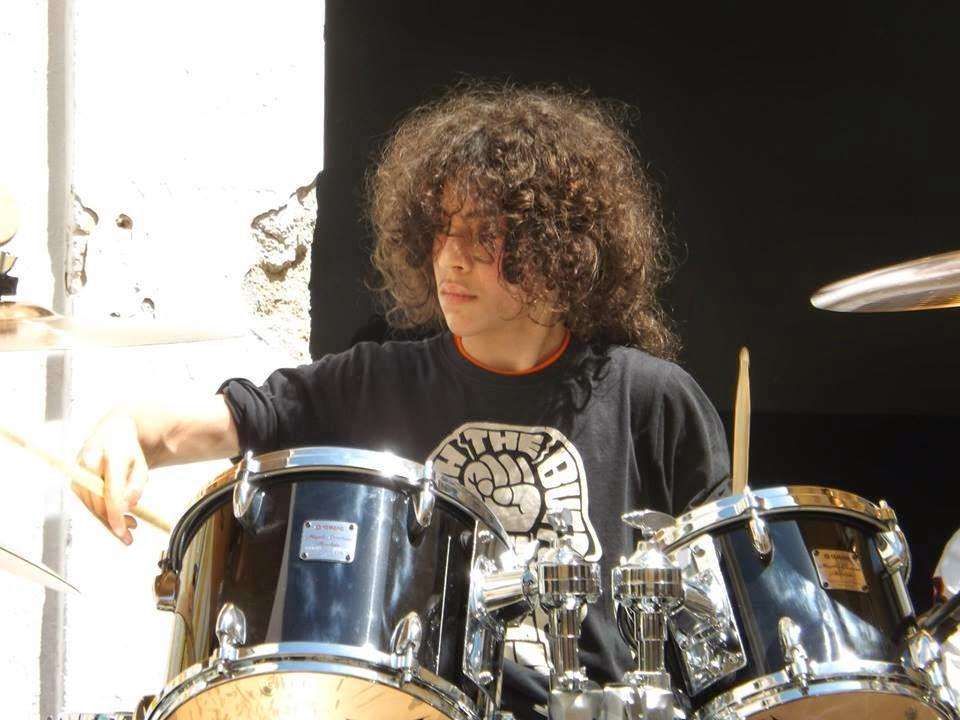 mio figlio Roberto, 13 anni, batterista...