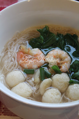 Azie Kitchen: Mee Hoon Sup Ala Chinese Style