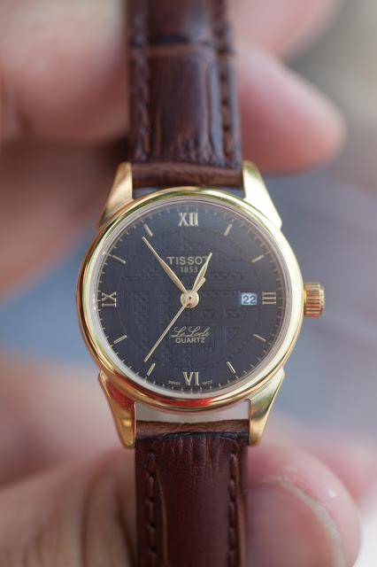 Đồng hồ đeo tay nữ dây da Tissot