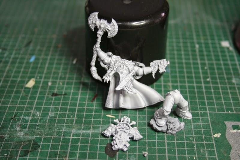 Imprimación de la figura de Krom Dragongaze