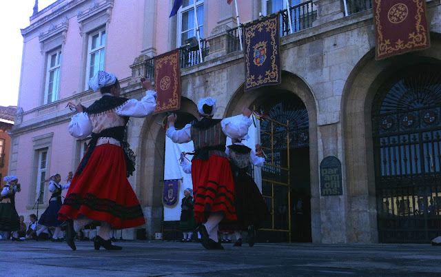 Bailando en el Ayuntamiento, 2012 (cc) Abbé Nozal