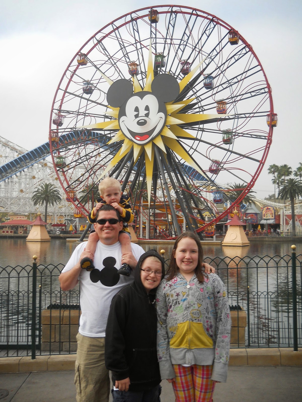The photos you want to make sure to get while at Disneyland from LoveOurDisney.com