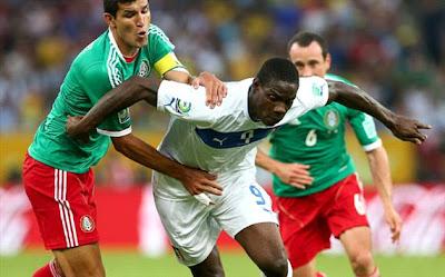 "<img src=""http://2.bp.blogspot.com/-unylko7scs0/Ub6iDyTEXmI/AAAAAAAAAiE/cmxCm0DuMSo/s1600/Meksiko+vs+Italy.jpg"" alt=""Balotelli""/>"