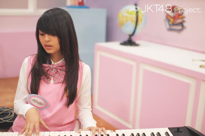Jeje JKT48 main piano