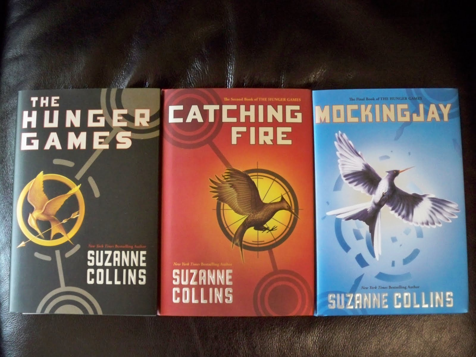 suzanne collins writing style Born in hartford, connecticut on august 10, 1962, collins is the daughter of a us air force officer and was a successful television writer before turning her talents to writing novels currently residing in sandy hook, connecticut with her husband and their two children, suzanne collins is amazoncom's best-selling author of all time.