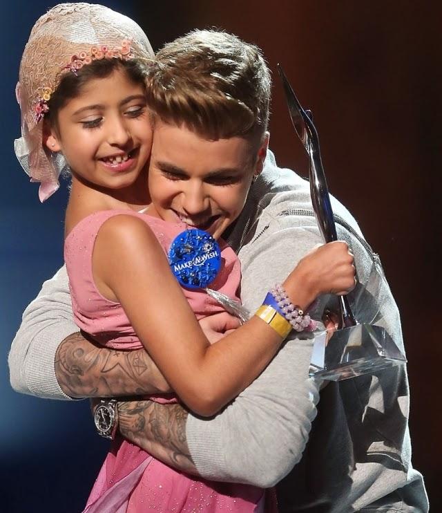 Justin Bieber quiere abrazar a un niña