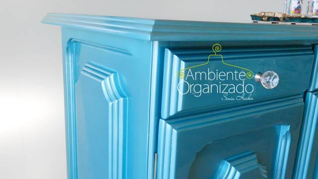 Lateral de balcão antigo pintado de azul