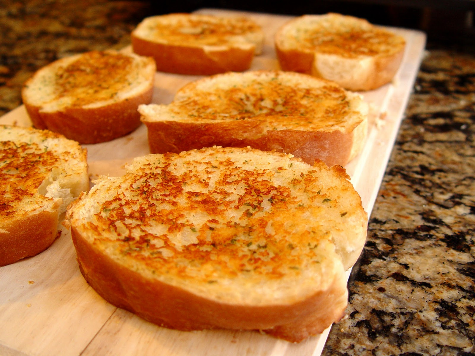 how to cook premade garlic bread