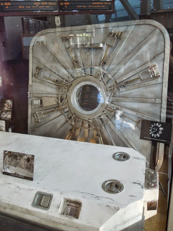 Interstellar Endurance airlock door prop