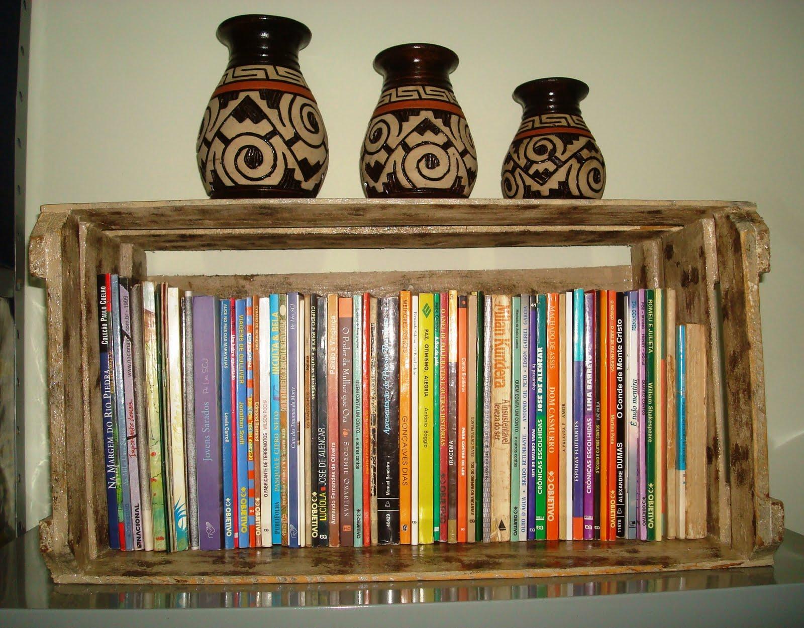 Além de colocar livros dá pra fazer outras coisas legais com eles  #B43A17 1600x1250