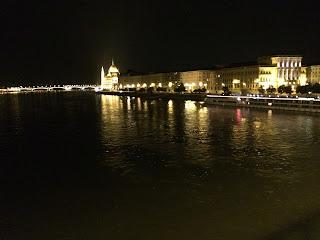 tonava-joki iltavalaistuksessa