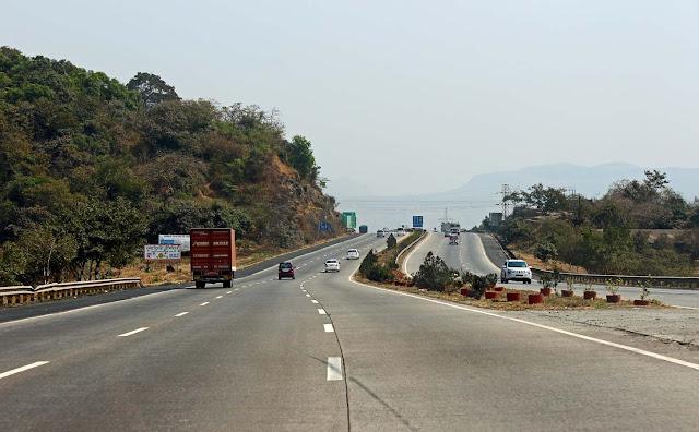 six laned mumbai pune expressway