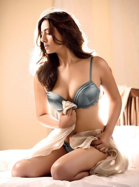 Mahie-Gill-hot-Photoshoot-Maxim-India