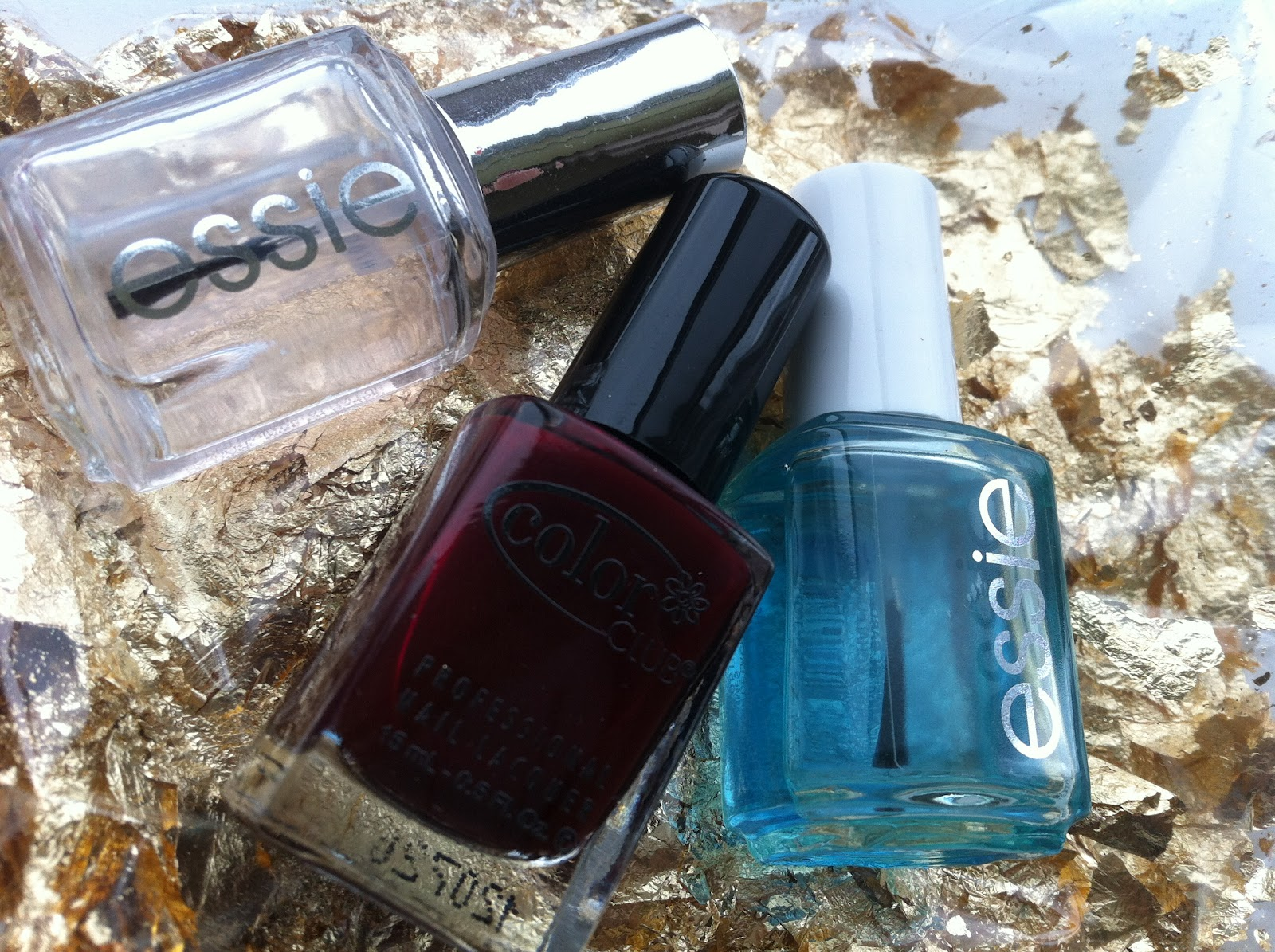 Sundays Specials: Nails: Maroon & Gold Flakes