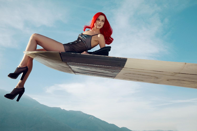 Фото девушки женщины в самолете 34 фотография