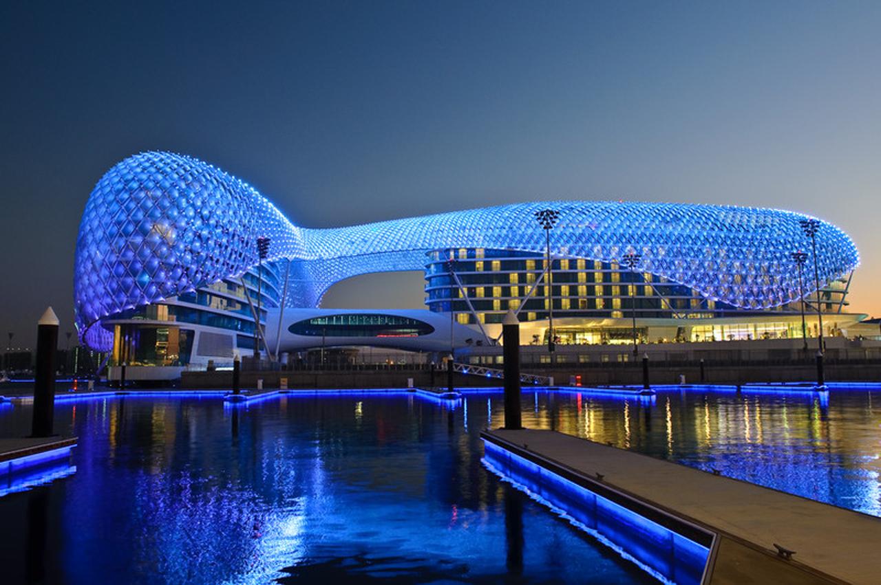 Megaconstrucciones circuito yas marina abu dhabi mos for 5 star hotel design