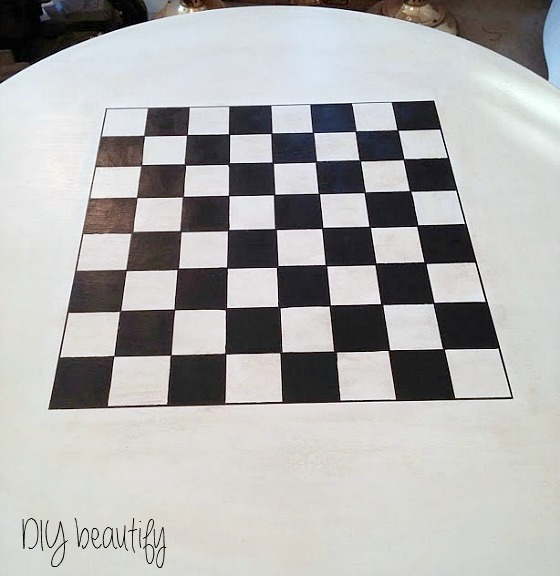 painting a checkerboard on furniture...use a Sharpie to outline the edges www.diybeautify.com