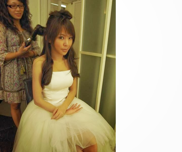 Pretty+bride+with+short+skirt004