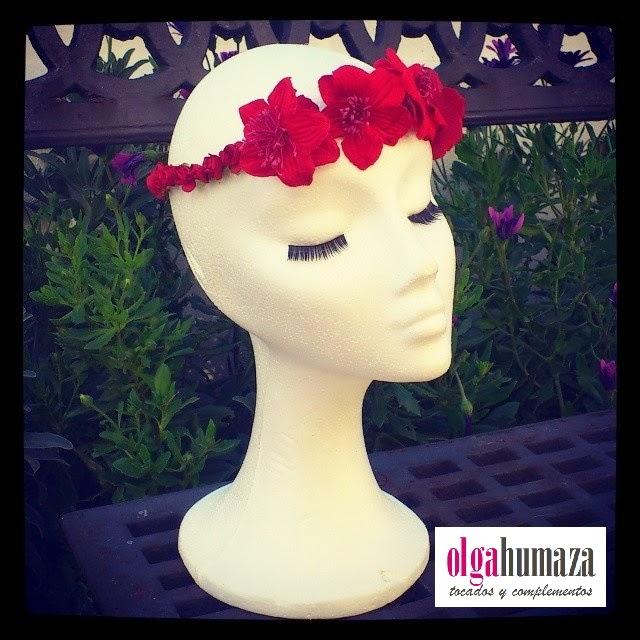 D.10 , Tocado Corona Tiara de Flores en color Rojo