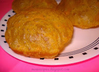 http://www.momrecipies.com/2011/02/tikhat-mithachi-puri-spicy-puri.html
