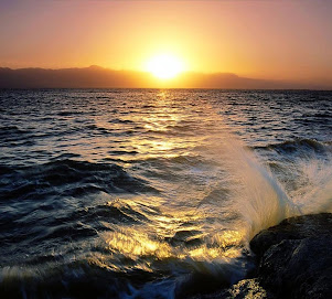 Todo pasa y nada queda, y lo nuestro es pasar, pasar haciendo caminos, caminos sobre la mar.