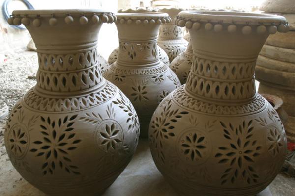 Dibujos en jarrones de barro imagui for Decoracion de jardines con jarrones de barro