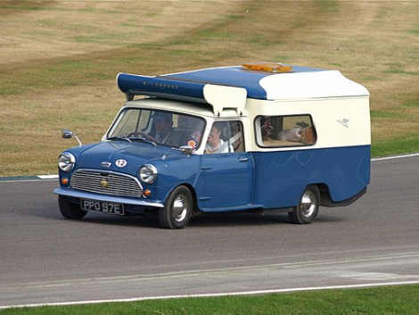le camping car passe partout camping car insolite sp cial petit mini riquiqui. Black Bedroom Furniture Sets. Home Design Ideas