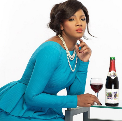 Photo: Omotola stuns in blue dress and pearls for wine ad