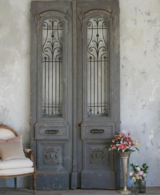 porte ancienne en decoration d'interieur