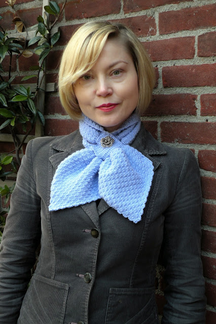 Knitting Pattern Ascot Scarf : Just Skirts and Dresses: 1952 crocheted ascot cravat