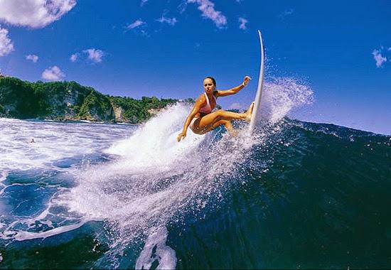 Merasakan Sensasi Surfing di Banyuwangi